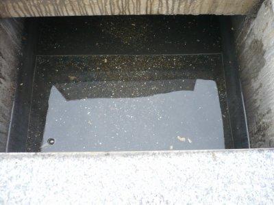 1.カロート内に溜まった水